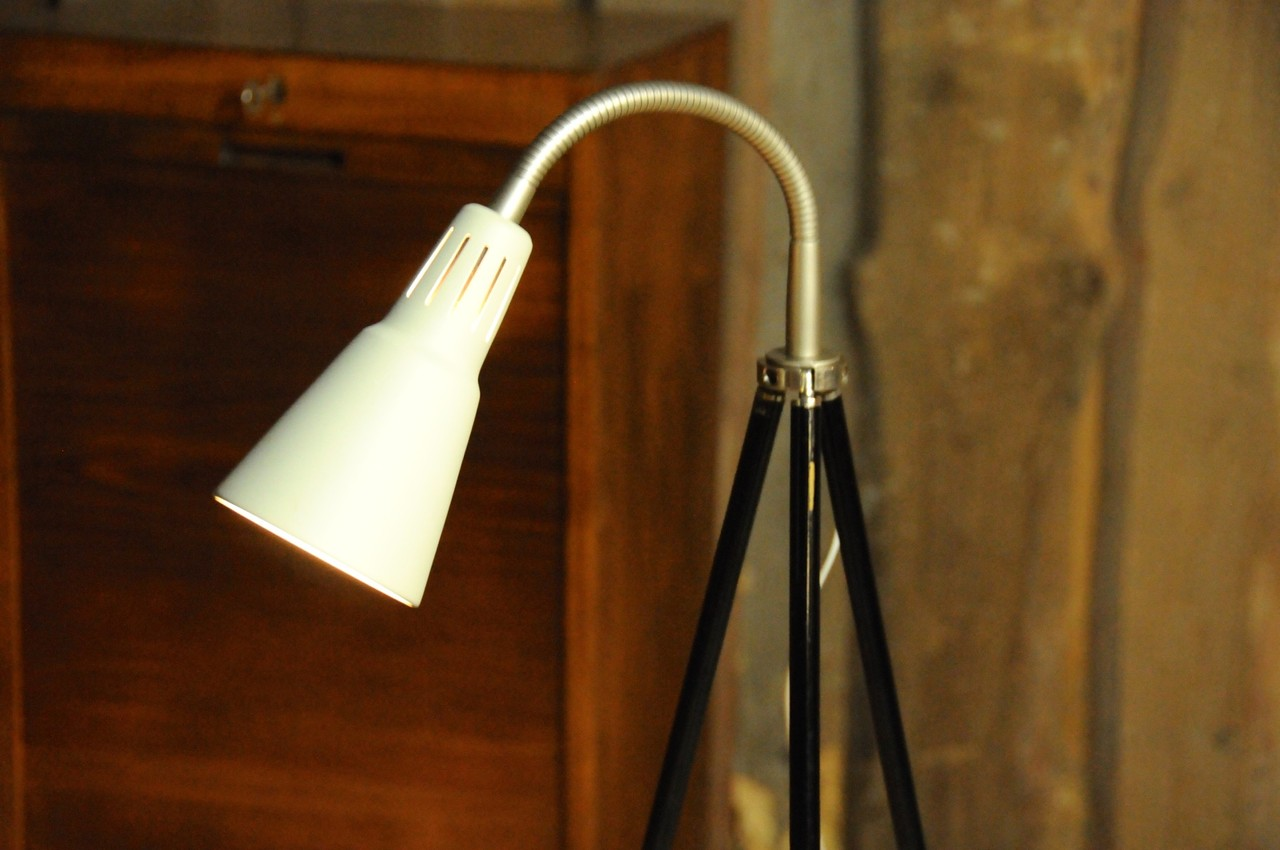 tripod lampe architekt beige onkel edison lampen design upcycling. Black Bedroom Furniture Sets. Home Design Ideas