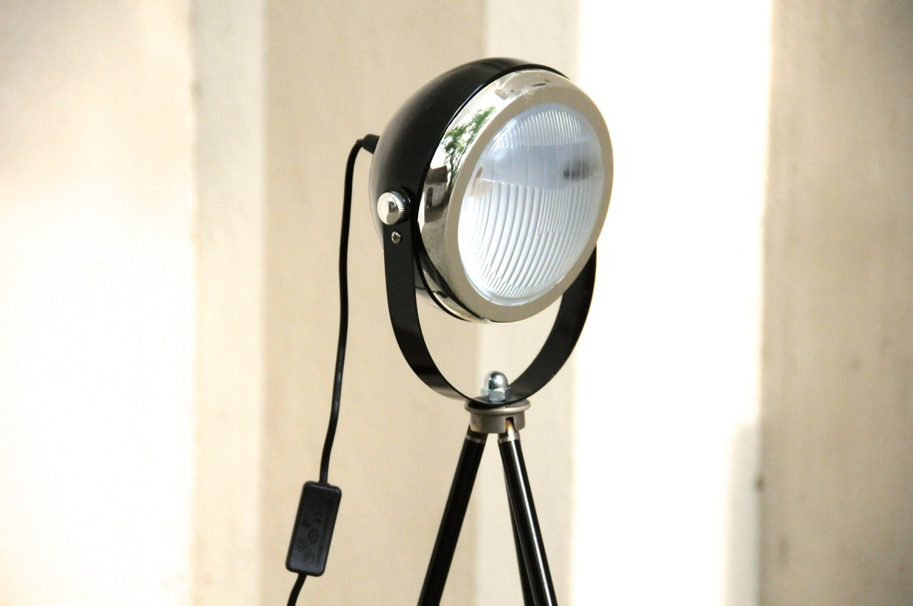 tripod stehlampe headlight schwarz onkel edison lampen design upcycling. Black Bedroom Furniture Sets. Home Design Ideas