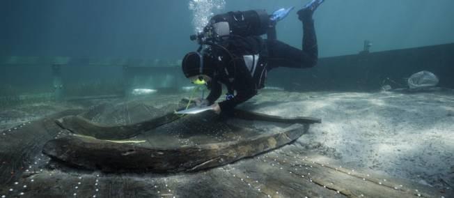 """""""Un plongeur procède à l'étude de l'épave, à Zambratija, en Croatie. © Philippe Groscaux / AMU-CNRS, Centre Camille Jullian"""" source : www.lepoint.fr"""