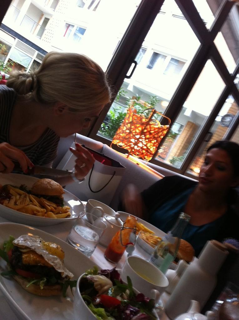 Mädels & Burger@Theresa - München, Germany