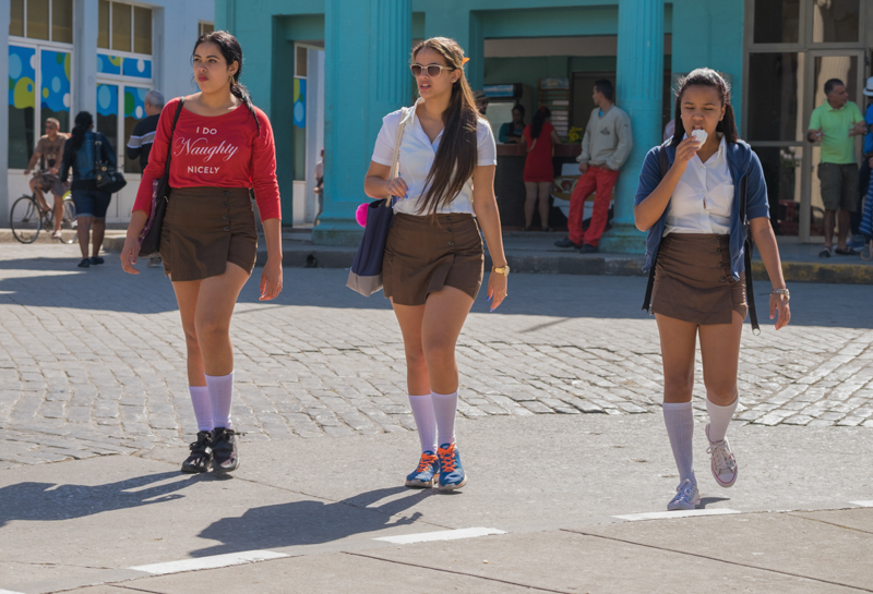 """Tous les """"scolarisés"""" portent l'uniforme . Ici à Cienfuegos"""