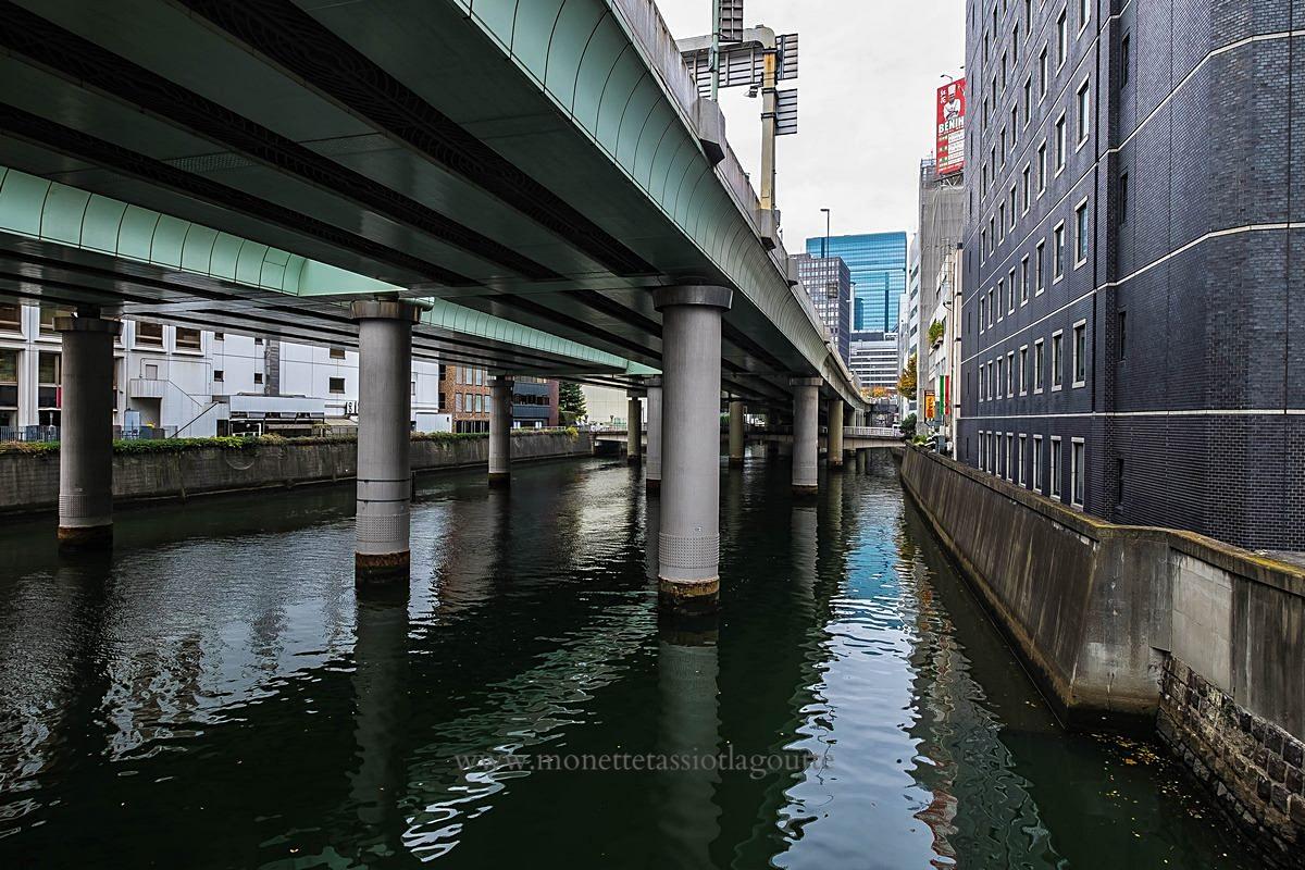 L'autoroute en plein centre ville de Tokyo
