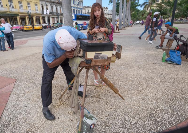 Il y a ce photographe d'un autre temps à La Havane