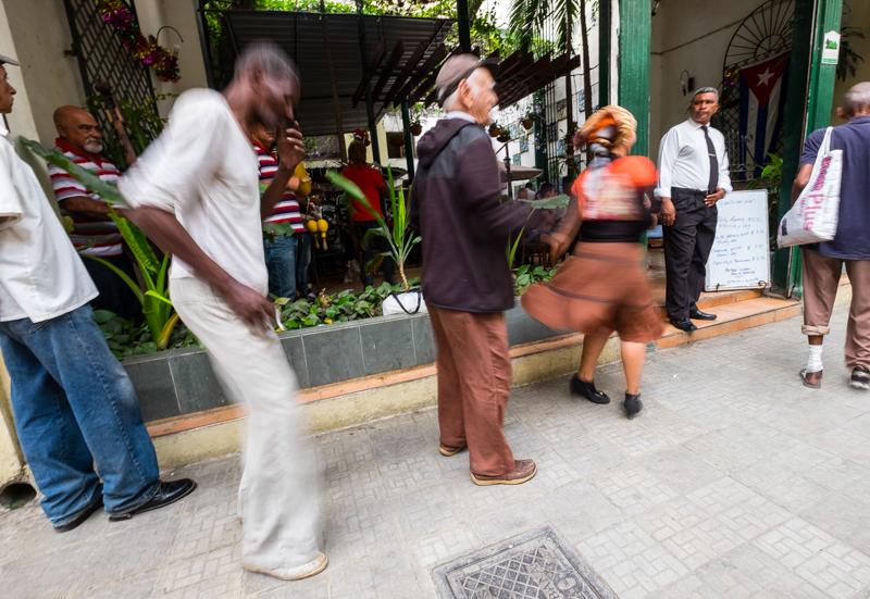 A La Havane on danse sur le trottoir