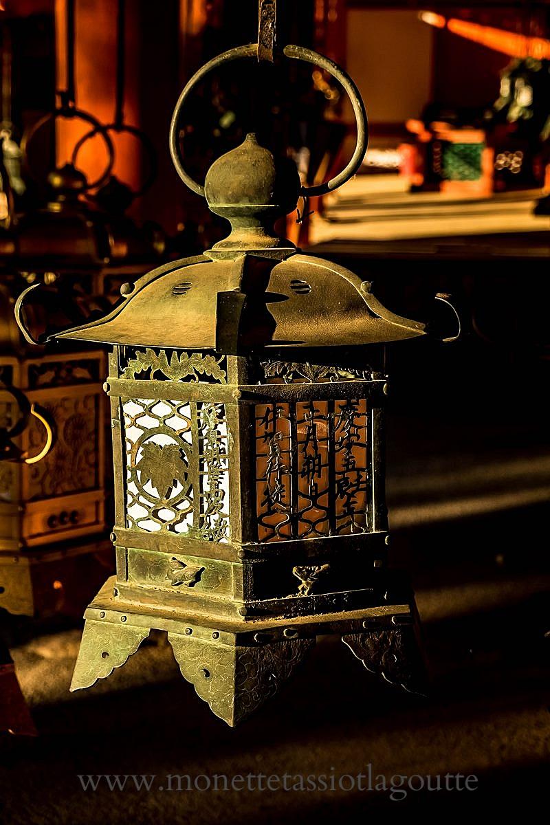 A Nara lanterne de bronze