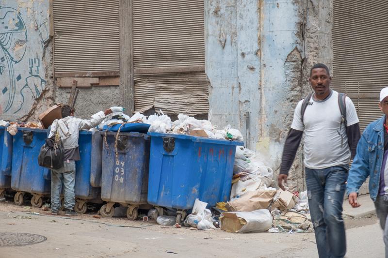 Il y a celui qui fait les poubelles
