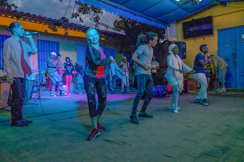 A Trinidad au Patio Becquet en compagnie d'un orchestre extraordinaire et de danseurs hors pairs!