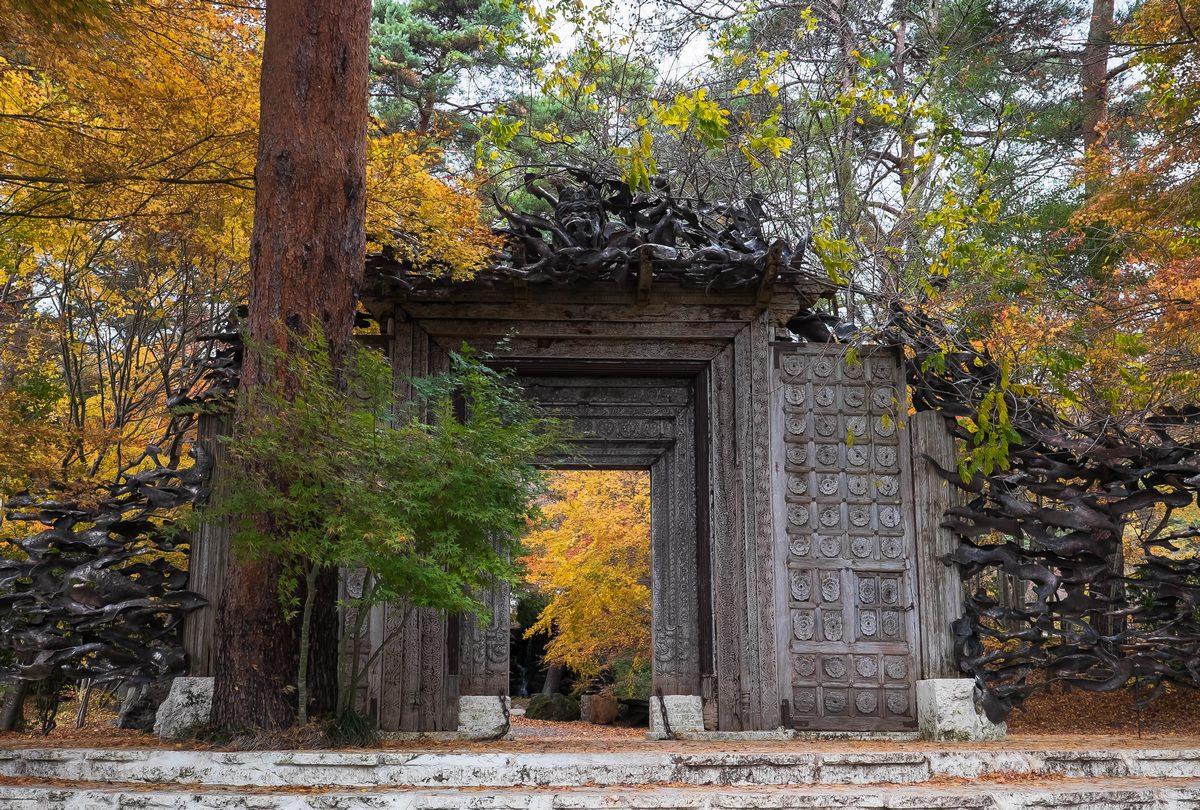 A Kawaguchiko, entrée du Musée Itchiku Kubota qui conçut lui-même cette porte.