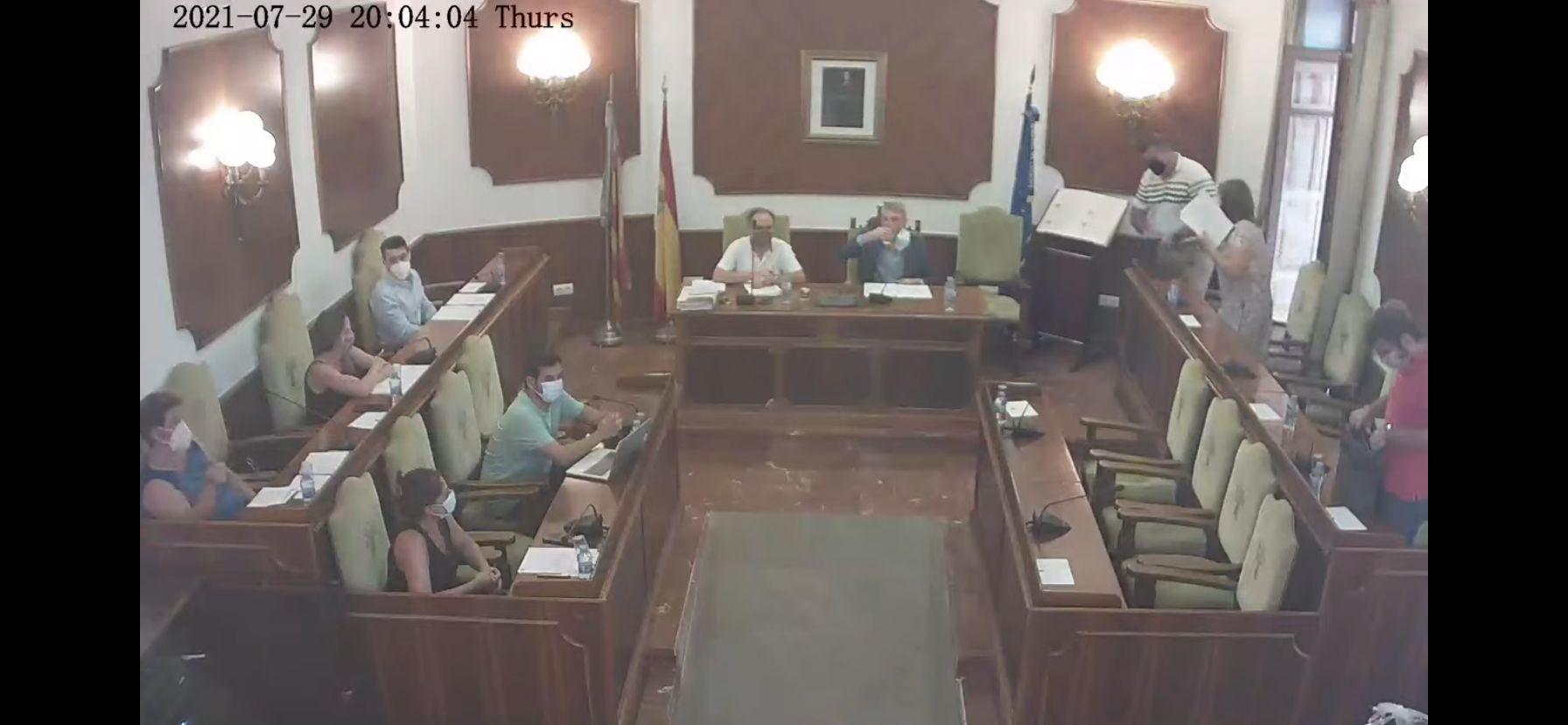 Projecte Oliva i la resta de grups de l'oposició abandonen el Plenari: l'actitud poc democràtica del Sr. alcalde ha de canviar