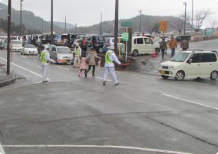 イベント駐車場誘導の様子(弥彦神社初詣)