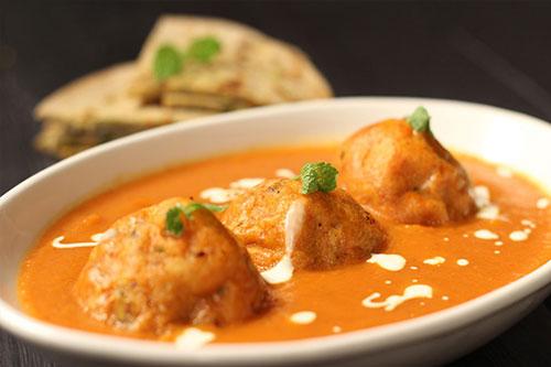 Ricetta delle Malai Kofta, polpette di patate con salsa al curry (Photo by Bankefoods)