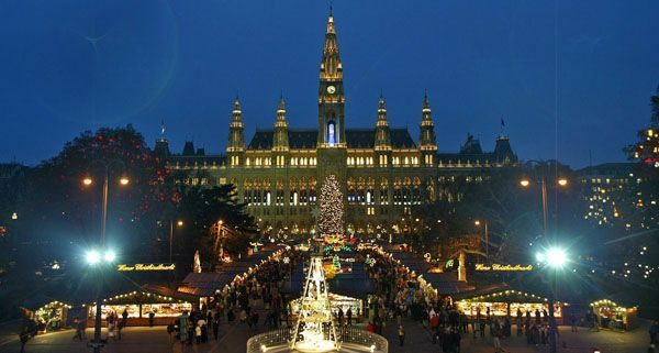Quelle: http://cdn1.vienna.at/2011/11/Christkindlmarkt_APA.jpg