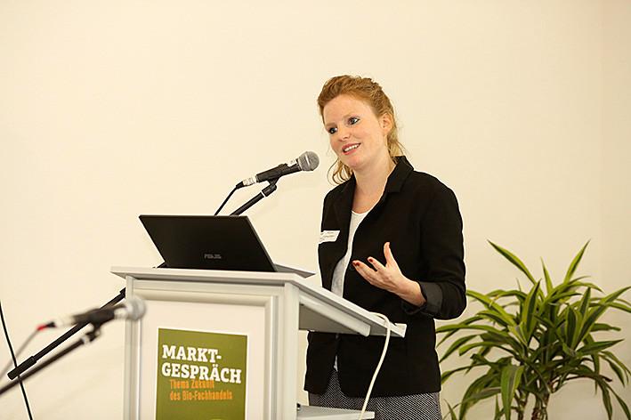 Bettina Höchli (Gottlieb Duttweiler Institute) skizzierte den Einfluss neuer Technolgien auf das Konsumentenverhalten