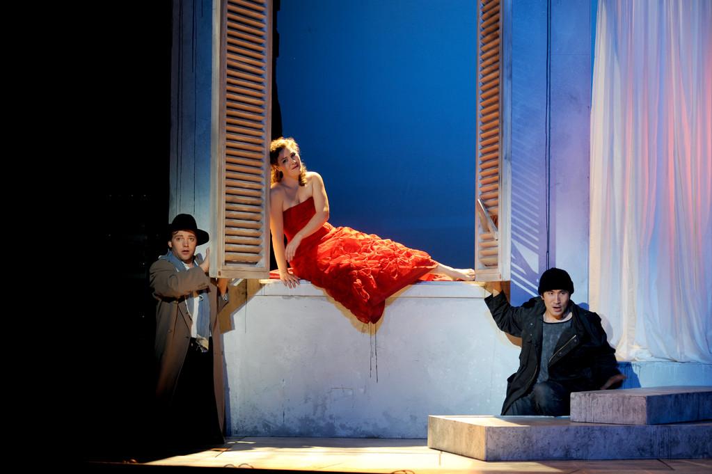 Don Giovanni (Leporello) Zwickau 2010 Foto Peter Awtukowitsch; mit Shin Taniguchi (Giovanni) und Juliane Schenk (Elvira)