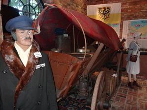 """Die Ausstellung """"Vertriebene und Flüchtlinge"""" zeigte einen Flüchtlingswagen, dessen Fahrt 1945 im """"Großen Freien"""" in der Ortschaft Haimar endete."""