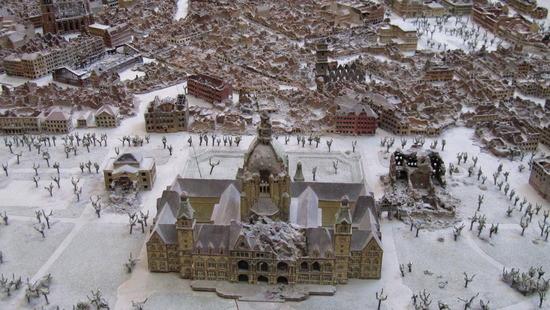 Modell der Stadt bei Kriegsende im Neuen Rathaus