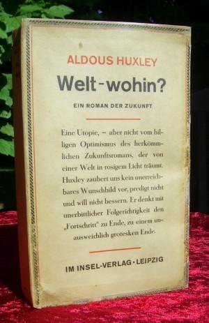"""Erste deutsche Fassung von 1932 mit dem Titel """"Welt-wohin?"""" 1950 wurde es dann zu """"Wackere neue Welt"""" bis es in späteren Ausgaben schließlich """"Schöne neue Welt"""" hieß."""