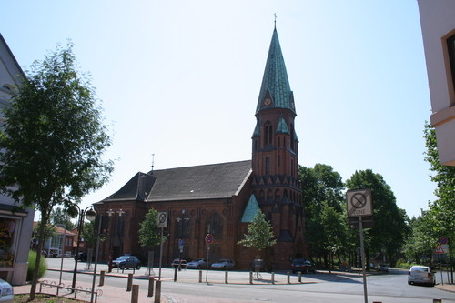 Die 1876 errichtete Matthäuskirche, die das alte Dorf mit der neuen Stadt Lehrte verbindet, wurde von den alteingesessenen Bewohnern des Dorfes lange Zeit gemieden.