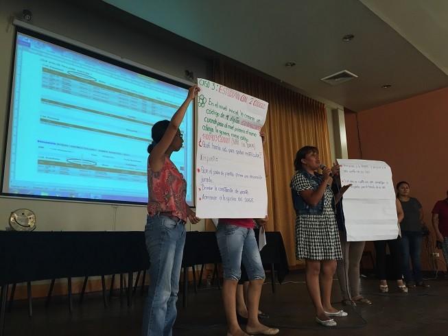 Directoras exponiendo sus casos en el Taller