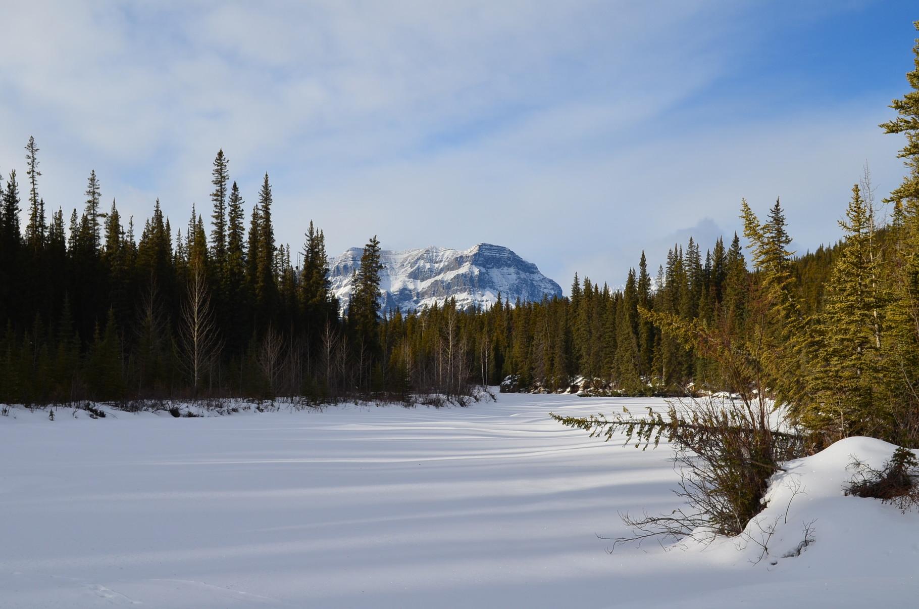 zugefrorener Fluss