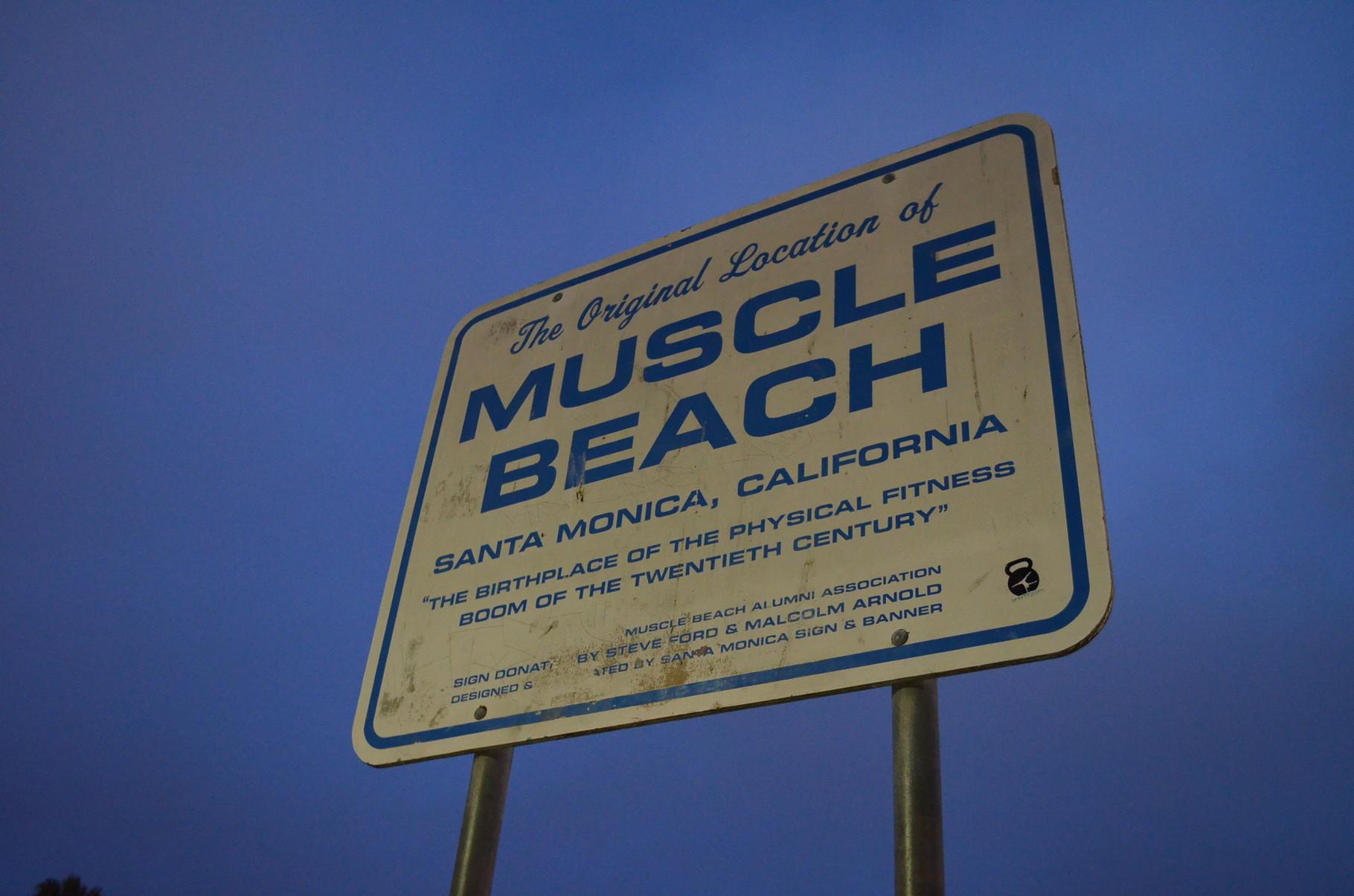am Muscle Beach gibt es Trainingsgeräte