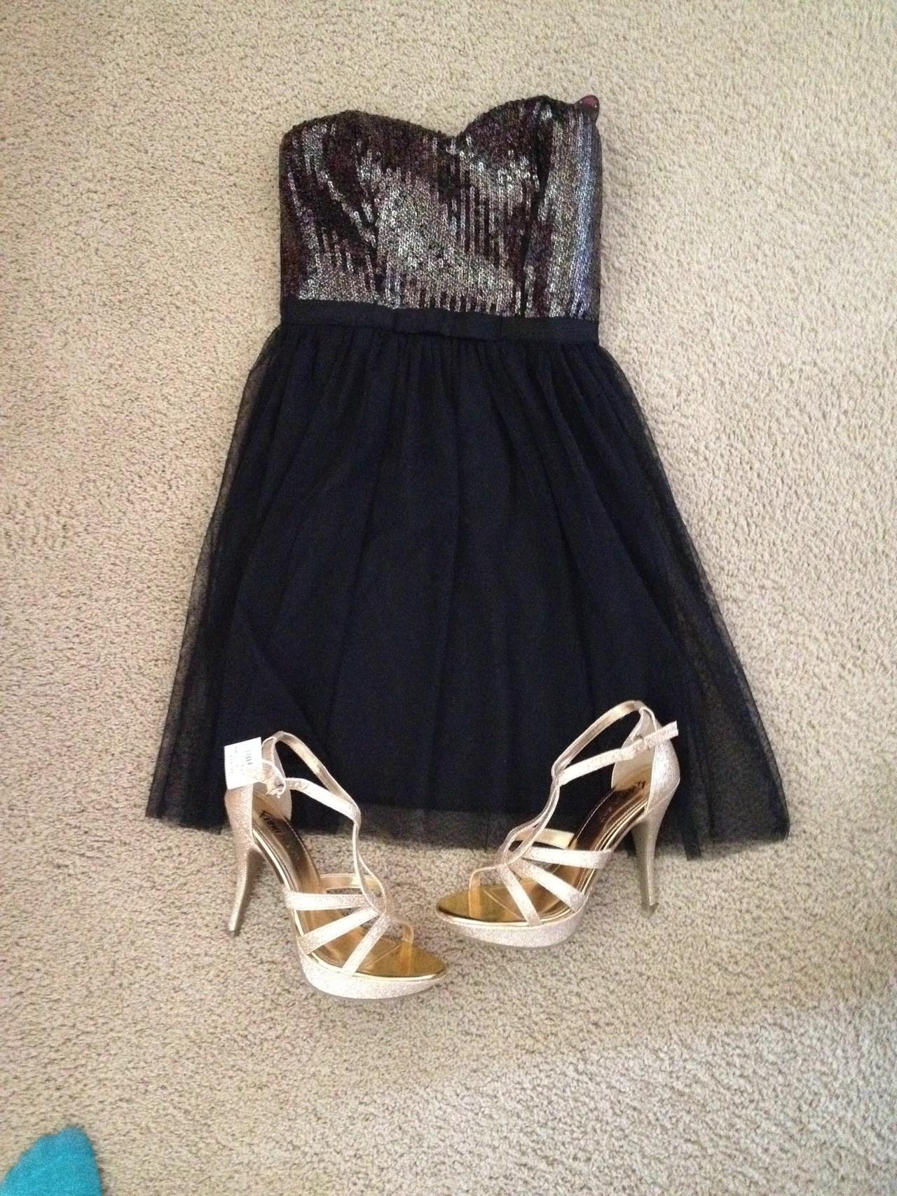 Kleid und Schuhe für den...