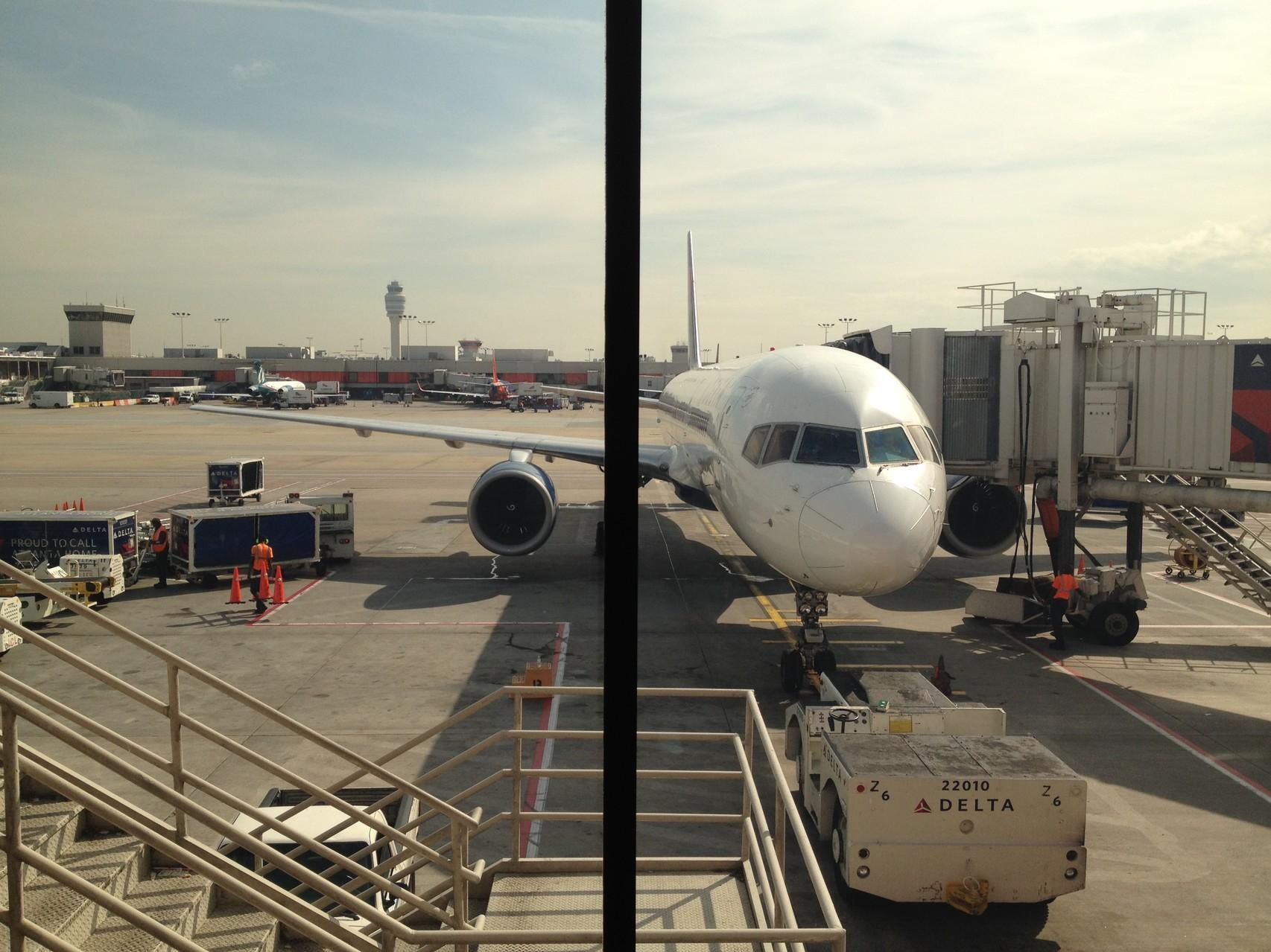 Flughafen in Atlanta, Georgia. Das ist mein Flugzeug nach Florida.