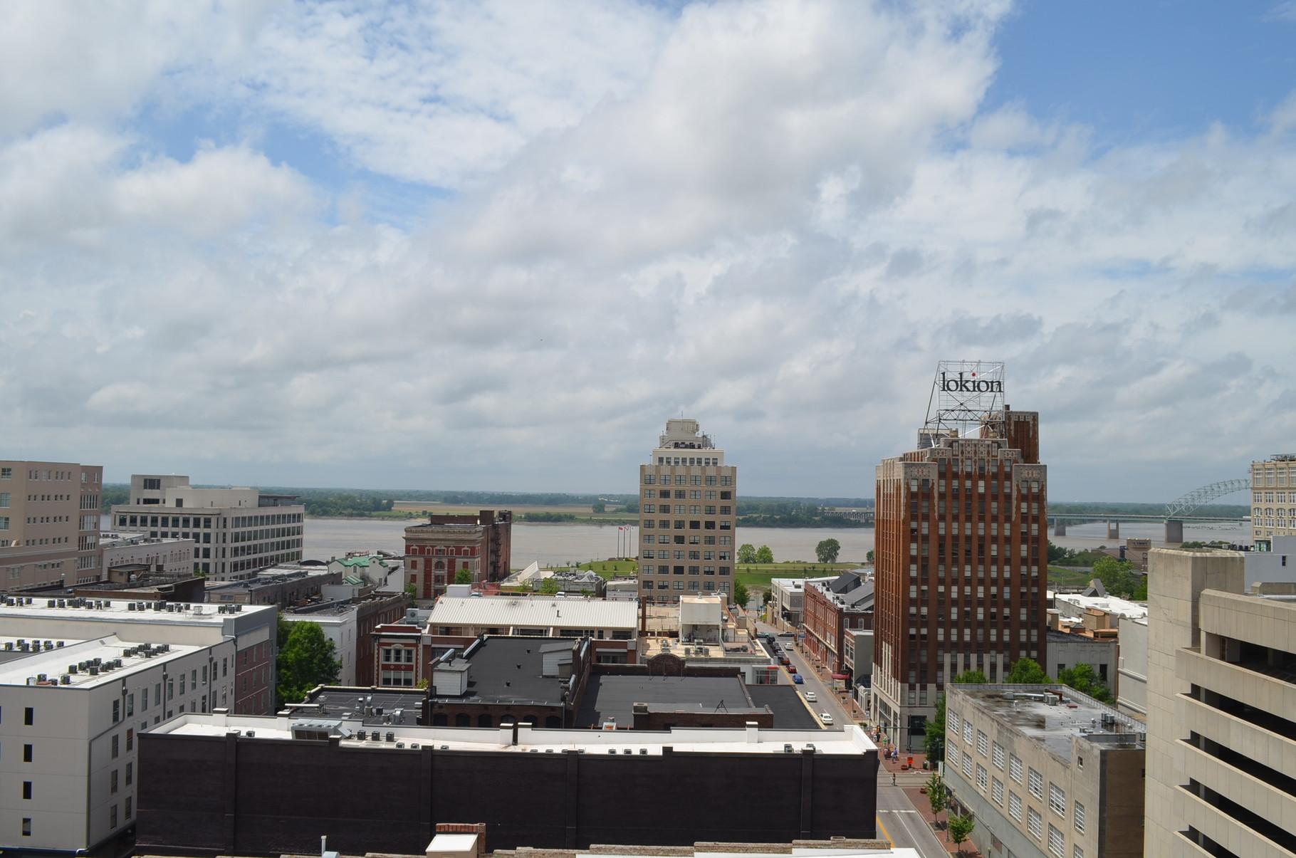 """Aussicht vom """"Peabody"""" aus, im Hintergrund der Mississippi"""