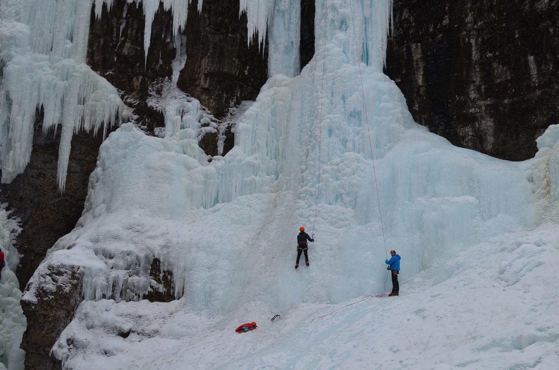 Wasserfall und Kletterer