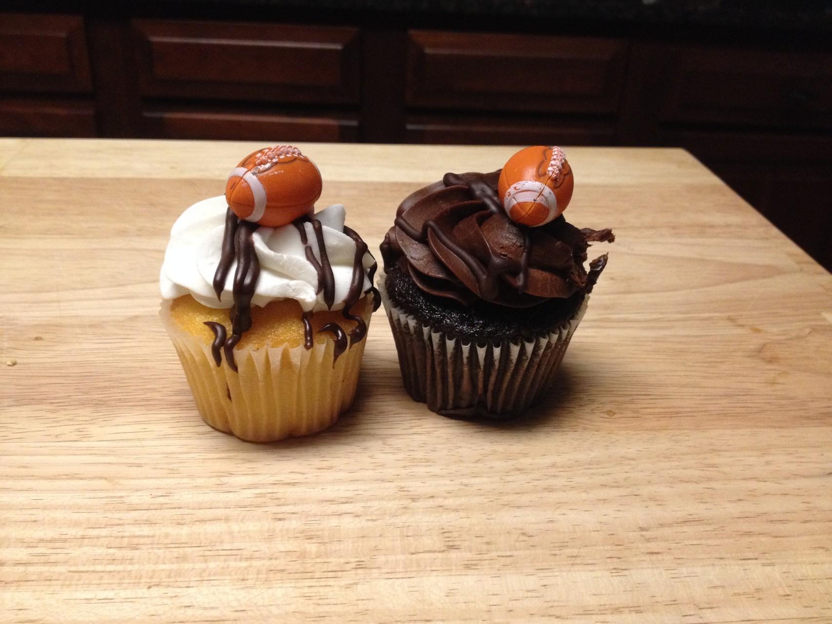 Football-Cupcakes (ich hab den braunen gegessen!)