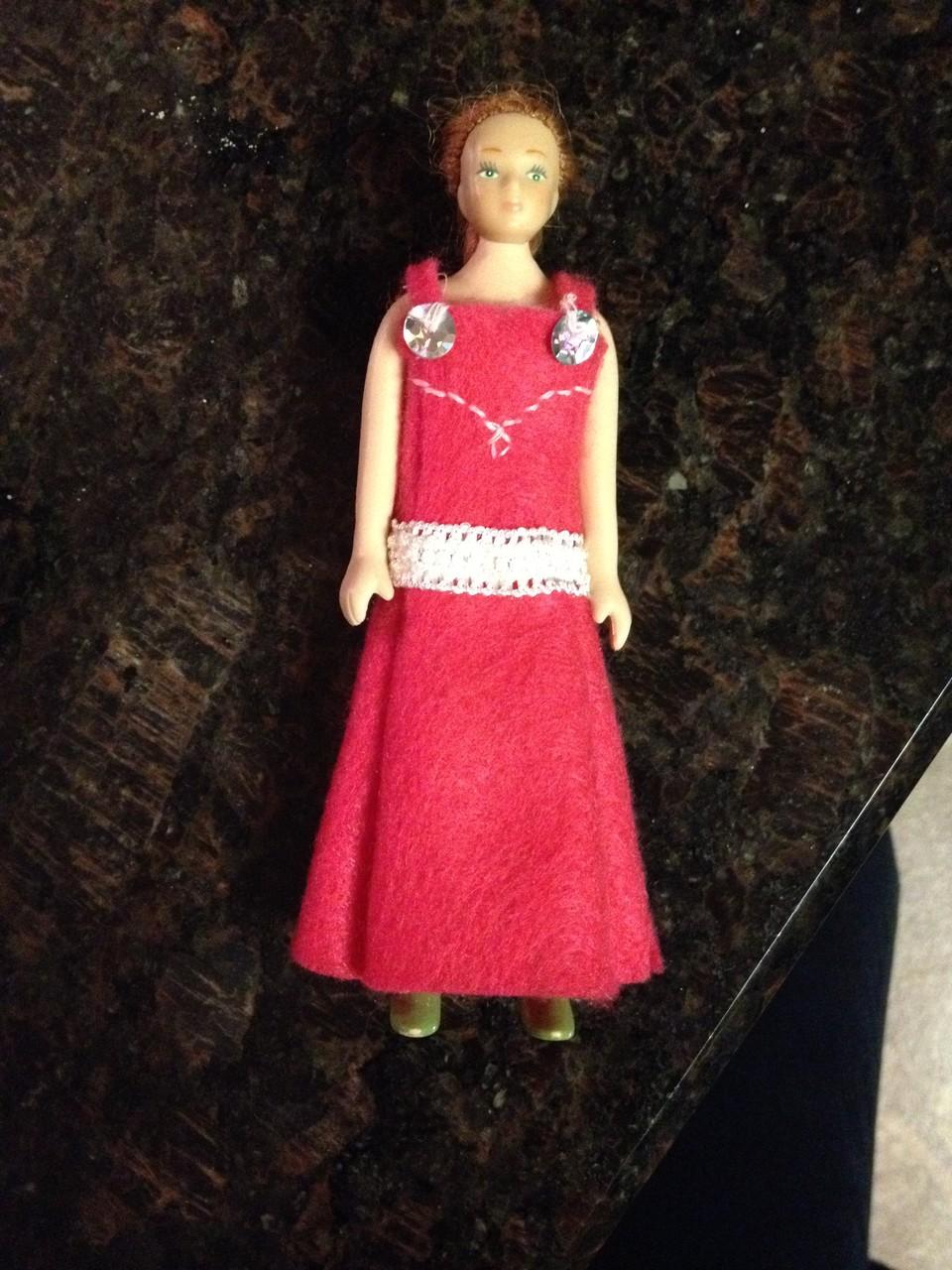 ich habe ein Kleid für S. Puppe genäht