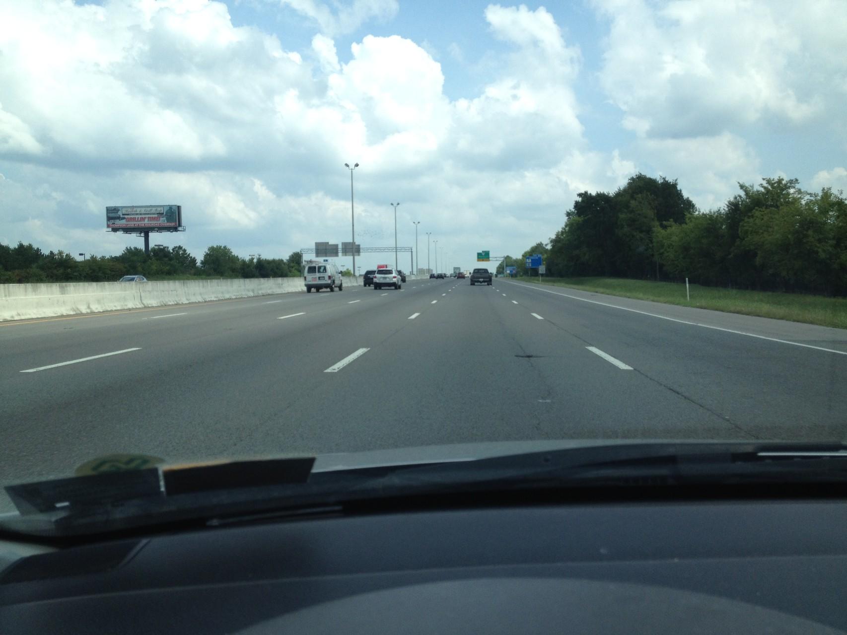 auf dem Highway unterwegs - hier gerade fünfspurig
