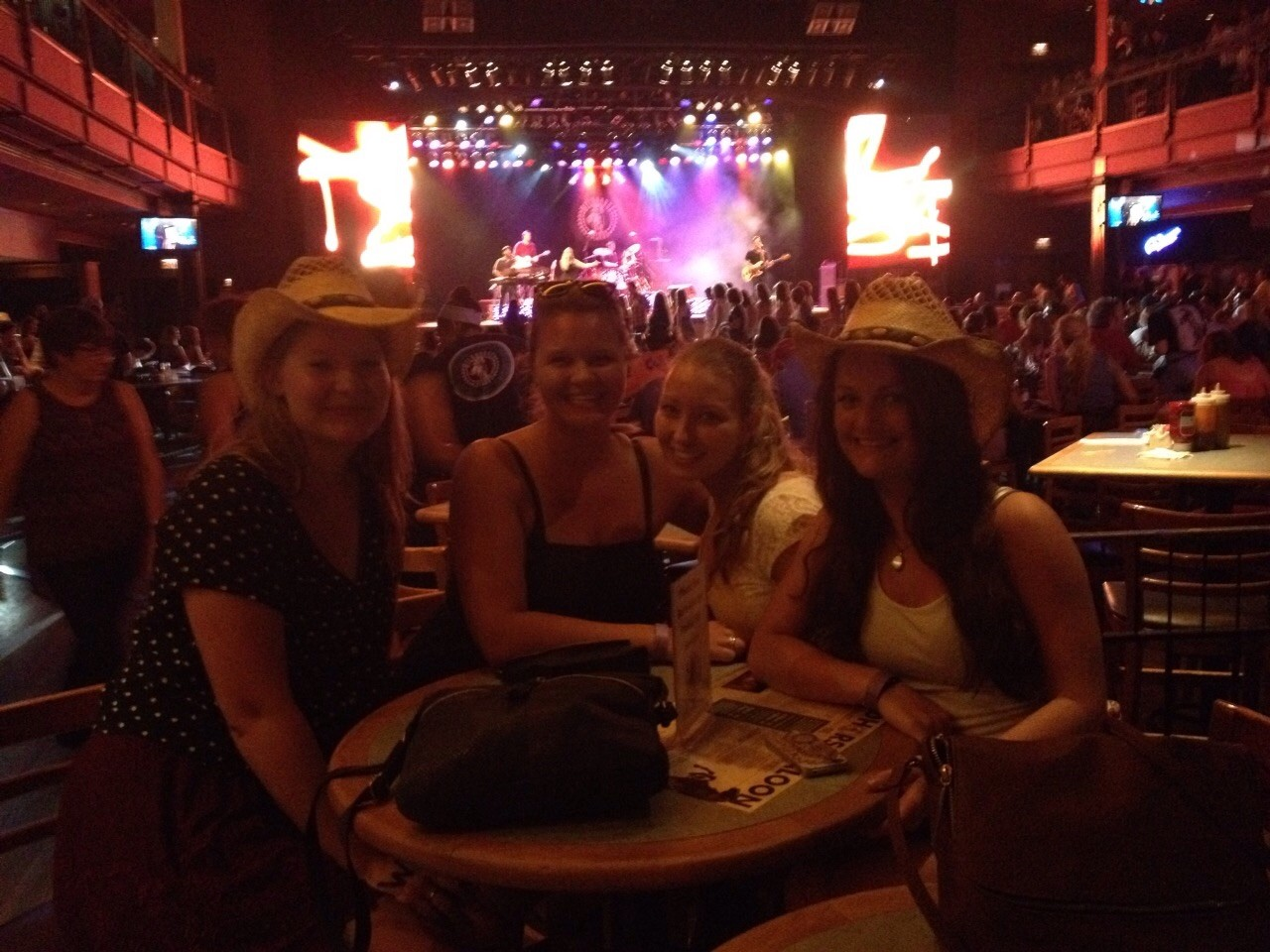 Wildhorse Saloon mit den Mädels