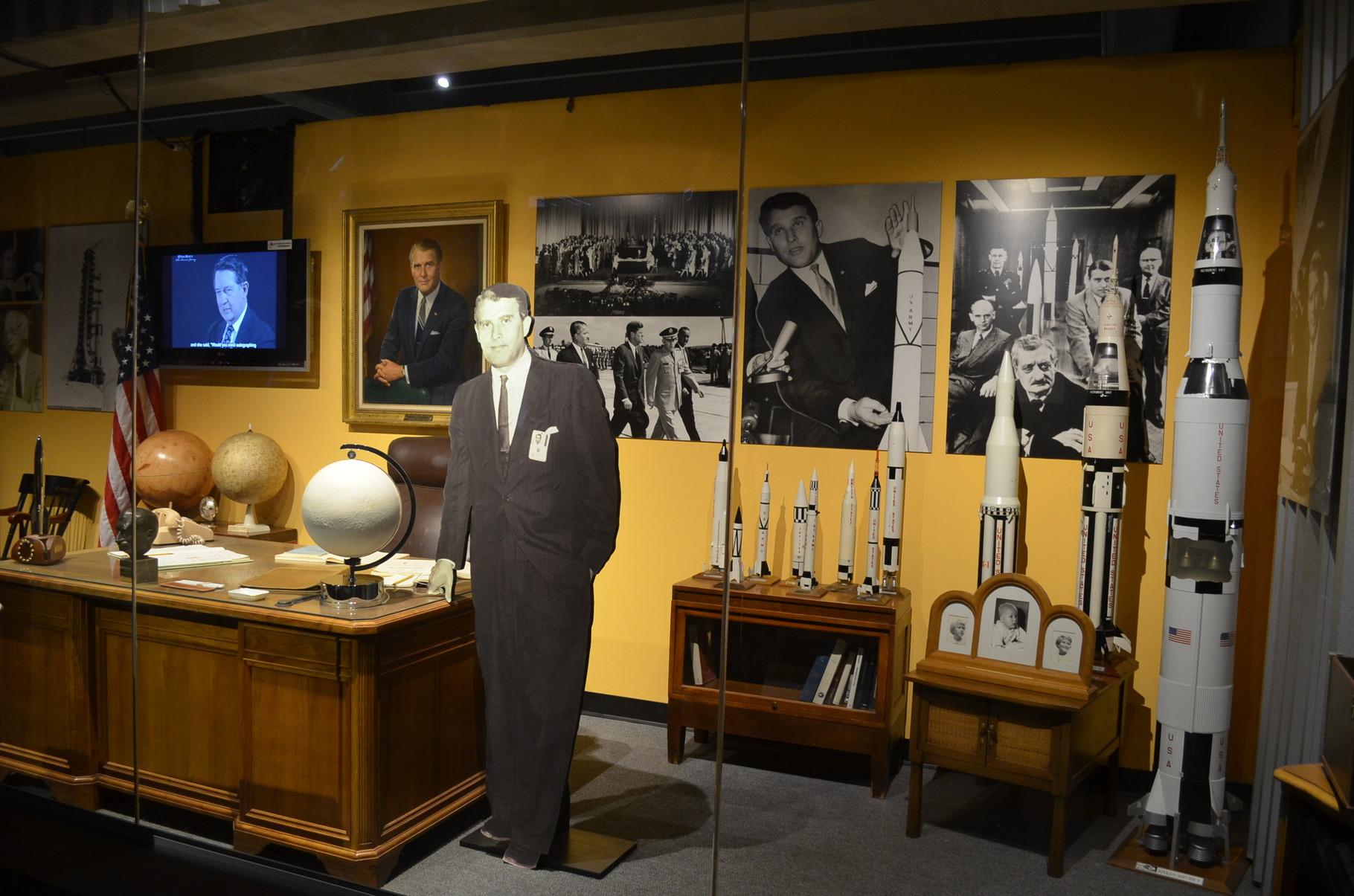 Wernher von Braun's Büro...ein sehr bedeutender DEUTSCHER Forscher der Raumfahrt