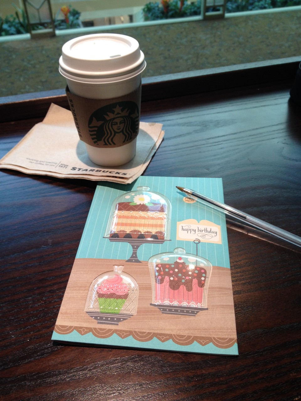 Geburtstagskarte schreiben bei einem Kaffee...für wen die wohl ist...?