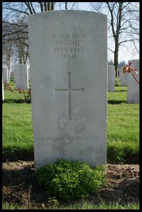 Groesbeek War Cemetery, Grave 12.C.5