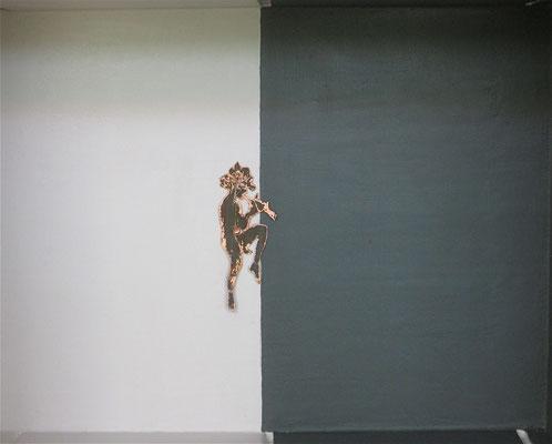 CRATES Antenati - Fauno; silhouette in lamina di rame ossidata su fondo laccato a mano