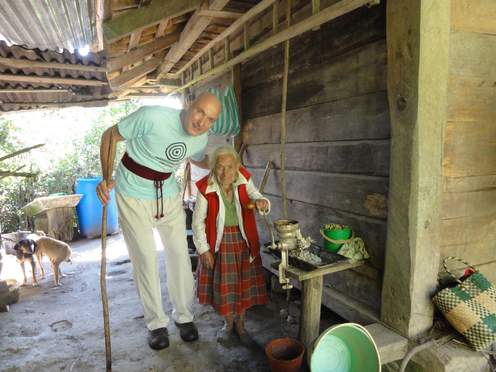Besuche alter hilfsbedürftiger und weiser indigener Menschen/