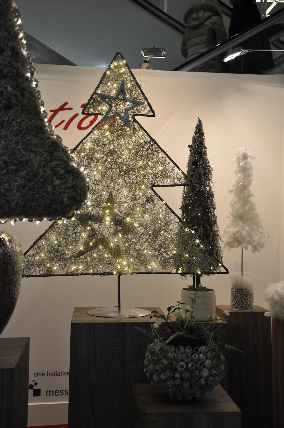 Margarete Hallerberg Baum Metallgerüßt mit Callocephallus und LEDs
