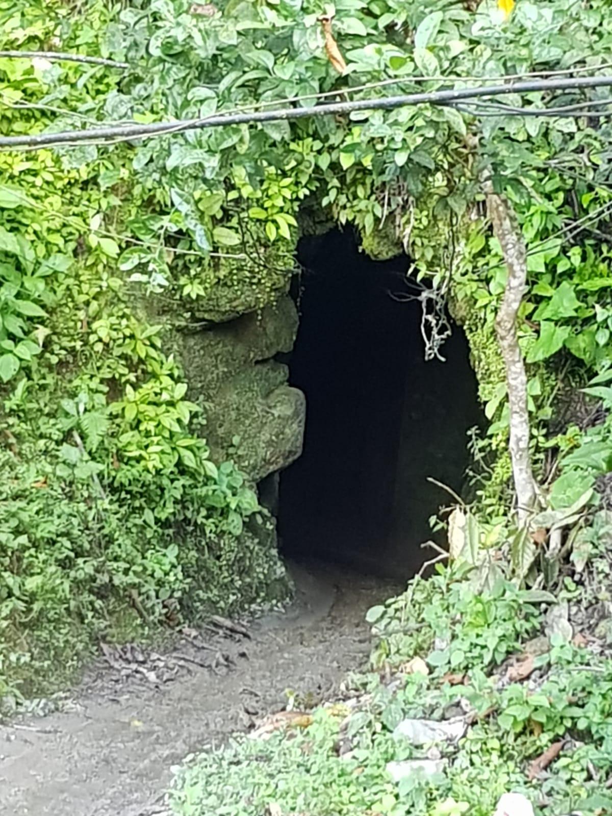Main entrance to a small mine in Boyacá