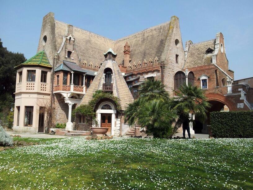 Frühling in Rom - Absolutes Highlight ist das Eulenhäuschen samt seiner Gänseblümchenwiese!