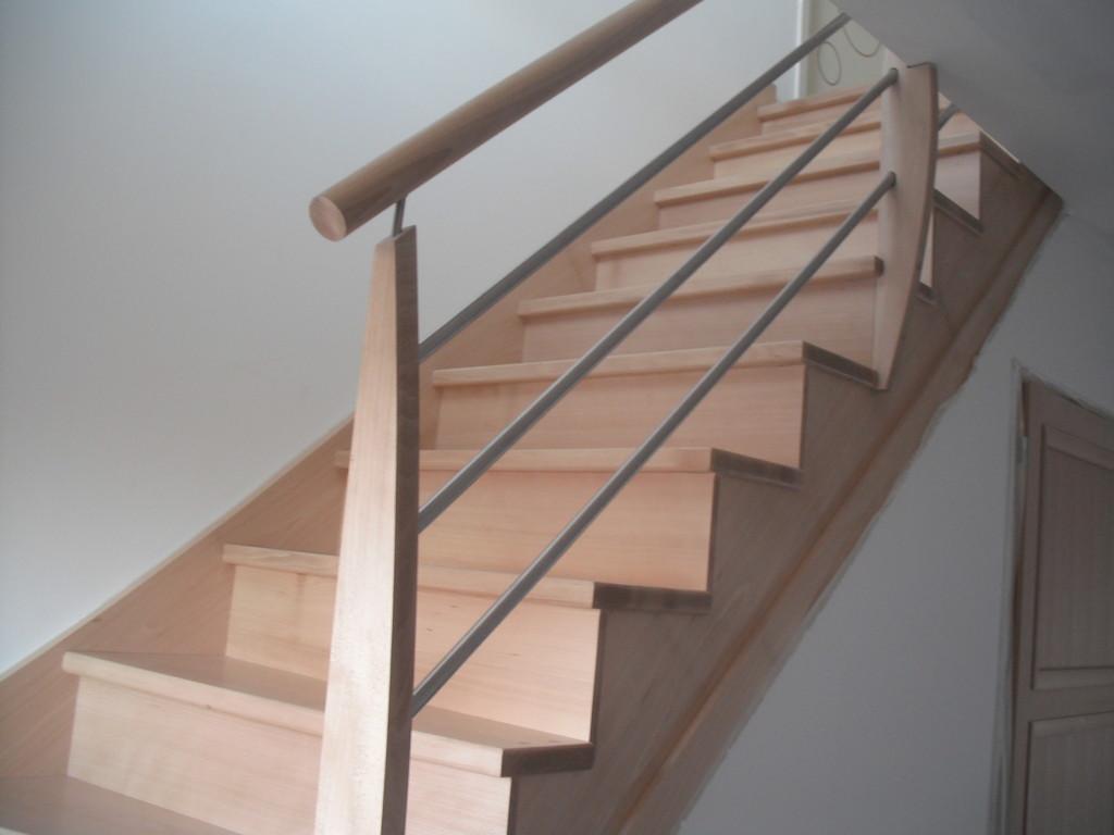 Escalier Hêtre Crémaillère Lisse Inox