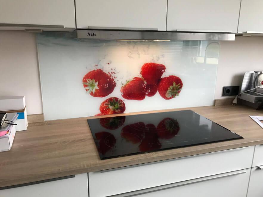Spritzschutz aus Glas für die Küche an Herd & Spüle ...