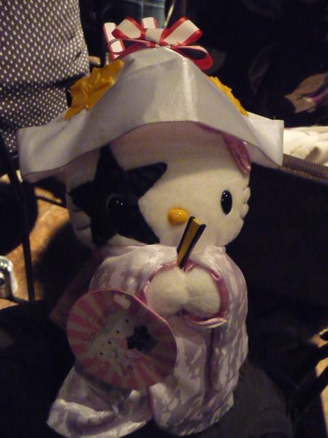 今回のプレゼントはKISSぬいぐるみ。これはポールキティです
