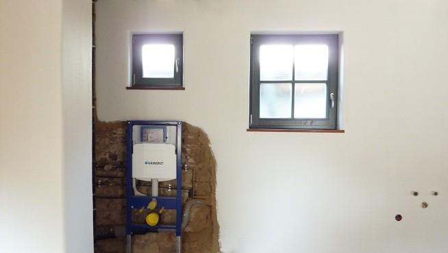 Lehmputz im Bad - Sanierung Badezimmer - Gäste WC mit Lehm verputzen renovieren - Fachwerkhaus Frankfurt - Lehmbau Neuhaus
