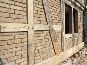 Fachwerksanierung - Fachwerk Gefache mit Lehmsteinen ausmauern - 63584 Gründau-Lieblos bei Gelnhausen