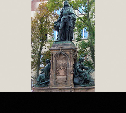 Martin Behaim-Denkmal, 1890; Standort: Nürnberg, Theresienplatz; Bildhauer: Prof. Hans Rössner; Guß: Christoph Lenz