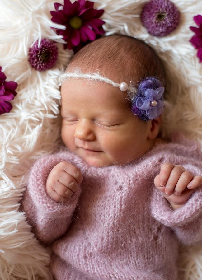 Neugeborenenfotoshooting Mädchen Rosa Romper