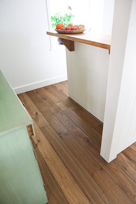 Dielenboden in der Küche, Eiche Antik geräuchert von S. Fischbacher Living
