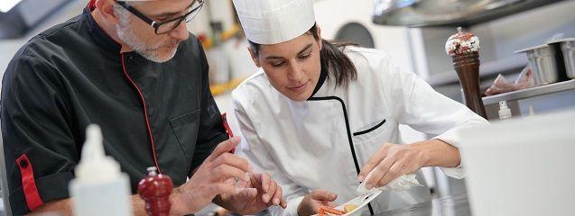 ¿Qué es un jefe de cocina? Funciones, requisitos y sueldo